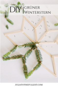 DIY grüner Winterstern – Anleitung mit kostenloser Voralge. Winterdeko selber basteln mit Eisstielen perfekt für die Weihnachtszeit. #diy #weihnachten #sterne #basteln  – annececiledano